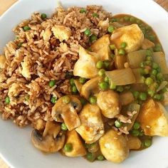 As I had Slimming World 'Drive Thru' Burger & Chips for lunch I thought I'd continue the 'Takeaway' theme and have Chinese Fakeaway for… Slimming World Fakeaway, Slimming World Dinners, Slimming World Recipes, Curry Recipes, New Recipes, Healthy Recipes, Slimming World Chicken Fried Rice, Healthy Meals For Kids
