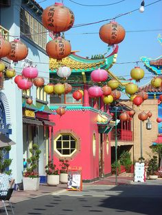 Chinatown - Los Angeles.  This is such a fun, colorful neighborhood for photos. California Travel, California Colors, Southern California, Los Angeles Travel, Los Angeles Shopping, Los Angeles California, Los Angeles Neighborhoods, Arizona, Globe Travel
