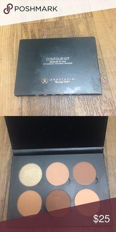 ABH Contour Kit Contour kit in medium Anastasia Beverly Hills Makeup Bronzer