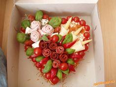 Tapas, Food Bouquet, Creative Food Art, Romantic Meals, Watermelon Carving, Sandwich Cake, Valentines Food, Food Decoration, Party Plates