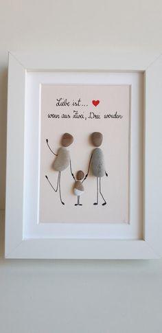 Love is … Stone Picture - Baby Diy Rock Crafts, Diy And Crafts, Crafts For Kids, Diy Cadeau Noel, Family Christmas Pictures, Diy Bebe, Stone Pictures, Baby Blog, Diy Birthday