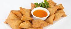 These hot, crunchy, juicy Mushroom samosas will make your evenings delicious! Punjabi Samosa, Punjabi Food, Vegetable Samosa, Samosa Recipe, Avocado Dip, Stuffed Mushrooms, Stuffed Peppers, Tasty, Yummy Food