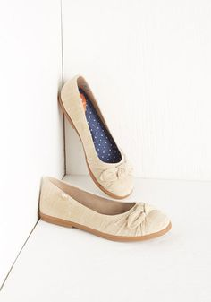 Ready or Knot Flat in Khaki. Here you come, lookin stylish as ever in these khaki ballet flats! #gold #prom #modcloth