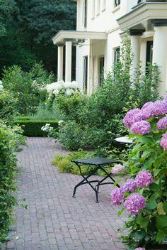 tuinaanleg Van Raaijen Hoveniers Almere - traditionele tuin - ontwerp: Buro Robert Broekema - foto: Maayke de Ridder