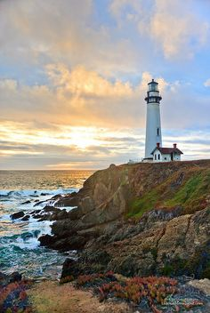 A California Sunset - Pigeon Point Lighthouse - beautiful! I think this may be the lighthouse we stopped at on our honeymoon! Lighthouse Painting, Lighthouse Pictures, California Sunset, California Lighthouse, California Honeymoon, Beacon Of Light, Windmill, Belle Photo, Beautiful Places