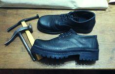Zapato artesanal con base de borcego #shoemaker #zapatoartesanal