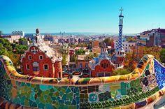 La Casa-Museo Gaudí es un punto a la mitad de la magnificencia del Parque Güell: arquitectura, mitología, vegetación, diseño e historia.