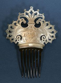 Dominick & Haff Silver Comb | This one comes from the Creative Museum. It is a silver D&H cap on a tortoiseshell comb. I have never seen this combination before. Most of them are all silver.