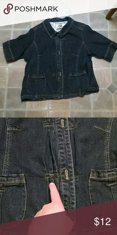 Short sleeve jean jacket Great jacket! Has some stretch. Has all 3 buttons. It's a darker Jean color, but not quite black. Minor imperfection, the thread design on one rectangle is coming unlose. (2nd photo) Route 66 Jackets & Coats Jean Jackets