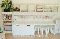 Aménagement chambre d'enfant avec rangements Ikea Trofast et bureau Stuva