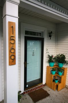 We made a super modern address sign to replace the terribly old address numbers on our porch. This is a quick way to modernize your home from the outside! House Address Numbers, House Address Sign, House Numbers, Diy Signs, Home Signs, Home Projects, Craft Projects, Pallet Projects, Wood Slats
