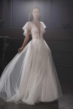Embrace the fairytale look with these flowing princess wedding dresses from the latest designers. Flowing Wedding Dresses, Princess Wedding Dresses, Dream Wedding Dresses, Bridal Dresses, Wedding Gowns, Weeding Dress, Modest Wedding, Tulle Wedding, Dresses Dresses