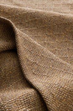Slätvävd matta i smidig och följsam kvalité av polypropylen. Mattan är rutvävd i ett fint mönster med melerad effekt. UV-resistent och tål att användas utomhus. Material: 100% polypropylen. Storlek: Ange storlek vid beställning. Skötselråd: Dammsugning alternativt med svamp och såpvatten. Tips/råd: Denna mattan kan du lägga på din altan eller balkong. Den möglar inte utomhus. Jute, Towel, Blanket, Design, Blankets, Cover, Comforters, Utah