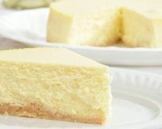 Low carb cheesecake for one is a creamy, decadent, rich recipe. It's the perfect substitute when dealing with cheesecake cravings. One Minute Cheesecake – You must try this recipe. Low Carb Sweets, Low Carb Desserts, Low Carb Recipes, Cooking Recipes, Cheesecake Leger, Low Carb Cheesecake, Biscotti Cheesecake, Light Cheesecake, Classic Cheesecake
