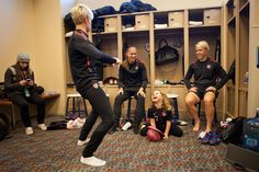 The USWNT preps for a game against New Zealand in Frisco, Texas. Megan Rapinoe, Soccer Girl Problems, Alex Morgan, I Work Out, My Idol, Athlete, Frisco Texas, Scores, Fitness