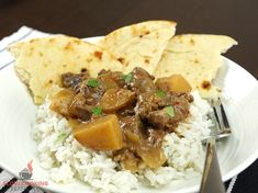 If you're looking for a good beef curry then look no further then this slow cooker Massaman curry. It's creamy, spicy and absolutely delicious. Slow Cooker Massaman Beef, Beef Massaman Curry, Beef Curry, Beef Recipes, Cooking Recipes, Slow Cooker Stuffed Peppers, Homemade Curry, Crock Pot Cooking, Crockpot Meals