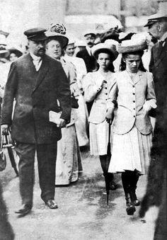 Olga and Tatiana (sometime between 1907 and 1912) wearing wonderful  jackets.