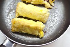 Fahéjas-gümölcsös toast tekercs recept: Vasárnapi reggelinek tökéletes, és bármilyen gyümölccsel megtölthetitek, amihez éppen kedvetek van, vagy amit éppen kaptok. Friss eperrel talán a legfinomabb, de fagyasztott bogyós gyümölccsel is egyszerűen el lehet készíteni! :)