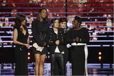 """Stage-crasher interrupts ladies from """"The Talk"""" at People's Choice Awards"""