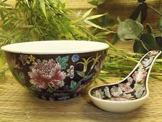 Chinese Black Floral Patterned Soup Bowl with Spoon * Starting Bid * Asian Dinnerware, Ceramic Spoons, Soup Bowls, Chinese Ceramics, Flatware Set, Service, Teacups, Cat Art, Vases