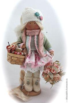 Pueblos Hechos a mano. Masters Feria - Hecho a mano muñeca textil Avery. Hecho a mano.