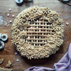 Incredible Pie Crust Art - b Creative Pie Crust, Beautiful Pie Crusts, Fruit Cake Design, Pie Crust Designs, Pie Decoration, Pies Art, Pastry Design, Bakewell Tart, Pie Tops