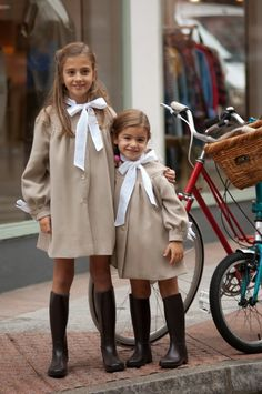 Image in Cute Kids/Cute Kids Fashion 👶🏻👕 collection by Posy🌷 Baby Outfits, Little Girl Outfits, Little Girl Fashion, Kids Fashion, Preppy Kids, Kids Uniforms, Knitted Baby Clothes, Stylish Kids, Kids Wear
