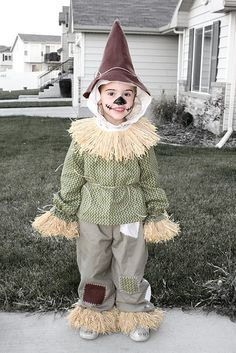 auds & ends: scarecrow costume (simplicity Scarecrow Face Paint, Halloween Costumes Scarecrow, Classic Halloween Costumes, Creative Halloween Costumes, Diy Costumes, Halloween Kids, Halloween Makeup, Costume Ideas, Halloween 2018