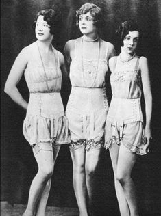 A look back at the history of vintage lingerie from the through to the Lingerie Vintage, Vintage Underwear, Vintage Corset, Male Underwear, Lace Lingerie, Dress Vintage, Vintage Outfits, Vintage Fashion, 1920s Fashion Women