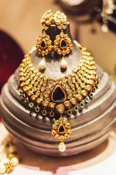 bridal jewellery, bridal necklace and earrings, polki jewellery with green stones