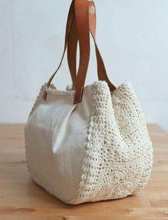 Crochet bag with white details for you to share with Bolsa de crochê. Crochet bag with white details for you to share with Bolsa de crochê com detalhes branca para você compartil Crochet Handbags, Crochet Purses, Crochet Doilies, Crochet Bags, Free Crochet, Doilies Crafts, Learn Crochet, Crochet Wallet, Diy Sac