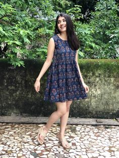 Summers are here, we always believe to look ourself best. ♥️ Price - DM Fabric - net and lining Shipping is free in India Sizes - No COD . Comfy Dresses, Trendy Dresses, Casual Dresses, Short Dresses, Kalamkari Dresses, Ikkat Dresses, Casual Cotton Dress, Cotton Dresses, Cotton Frocks