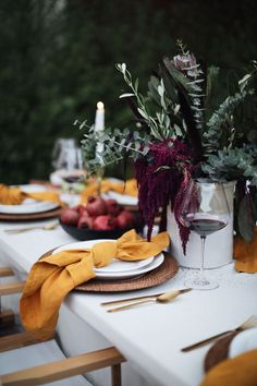 the loveliest thanksgiving/ fall dining table set up, Thanksgiving tablescape, entertaining decor, fall decorating, fall table ideas Fall Dining Table, Autumn Table, Tables Tableaux, Dinner Party Table, Dinner Parties, Terracotta, Table Set Up, Deco Table, Event Decor