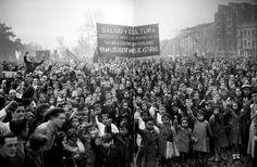 Manifestación de los huérfanos de la revolución de Octubre de Asturias de 1934, Madrid, año 1936, por Luis Ramón Marín.