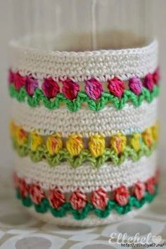 Woolly happiness for Monday morning comes to you in the form of crochet cupcakes, the only cake you can enjoy guilt free is a cake made of yarn, keep Diy Crafts Crochet, Crochet Home, Love Crochet, Crochet Gifts, Crochet Flowers, Crochet Projects, Beautiful Crochet, Double Crochet, Crochet Motifs