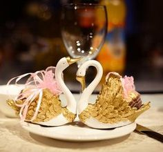 European Style Wedding Favors Supplies Swan 2015 Silver Gold White New Party Favors Candy Cake Boxes Sweet Heart Cheap 3 Color To Choose