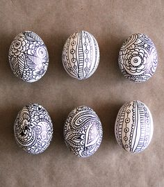 Doodle Easter eggs - made with a black Sharpie! I always end up drawing on the eggs with sharpie, now I have an even better idea of what to draw! Diy Projects Easter, Sharpie Projects, Easter Crafts, Holiday Crafts, Sharpie Designs, Egg Crafts, Tape Crafts, Garden Projects, Craft Projects