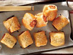 Uit die Huisgenoot kombuis: hoender-vleisrolletjies Savory Snacks, Snack Recipes, Dessert Recipes, Cooking Recipes, English Food, English Recipes, Bacon Roll, Good Food, Yummy Food