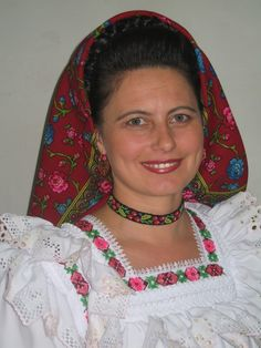 -foto in Roemenië, door: huubm Columbus Travel, Folk Fashion, Romania, Cross Stitch Patterns, Cities, Sari, Beautiful, Ethnic Dress, Suits