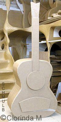 Meuble guitare classique en carton