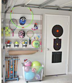 Garten Spielzeug in der Garage aufbewahren