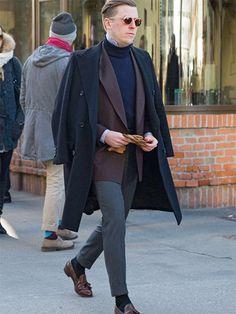 肩掛けコートで、ジャケットスタイルの引き立て役に。