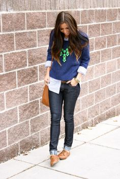 Cuffed skinny jeans, oxfords, blue sweater over button-down, tan bag. I would most deff wear this. Oxford Outfit, Fall Winter Outfits, Autumn Winter Fashion, Winter Clothes, Look Oxford, Passion For Fashion, Love Fashion, Women Oxford Shoes, Mode Chic