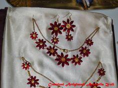 collana e orecchini in ceramica fatti e decorati interamente a mano