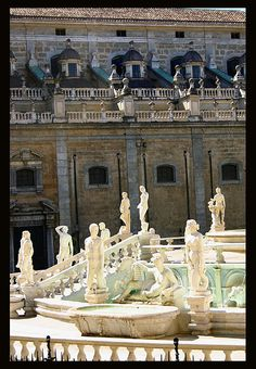 Palermo, Fontana Pretoria, a few years ago I was lucky enough to spend ~month in Sicily, and I had a lovely sunset dinner in Palermo. Pretoria, Italy Vacation, Italy Travel, Italy Information, Cool Places To Visit, Places To Go, Sicily Italy, Verona Italy, Puglia Italy
