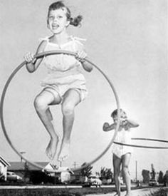 1958 and the hula hoop was invented. And marketed. And every kid wanted one. I mastered it in no time. That girl in the back looks just like me. More fun than a barrel of slinkys. (I love jumpin through my hula hoop My Childhood Memories, Childhood Toys, Best Memories, 1970s Childhood, School Memories, Charles Trenet, Nostalgia, Photo Vintage, Ol Days