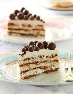 Speculoos cake and mascarpone cream - Mom& Recipe - - No Cook Desserts, Delicious Desserts, Cupcake Recipes, Dessert Recipes, Winter Torte, Biscuit Cake, Fancy Biscuit, Food Cakes, Mini Cakes