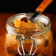 Appel-uien chutney met rozijnen