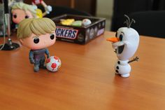 OLAF AND KRISTOFF, PLAY FOOTBALL