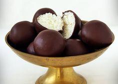 Bounty golyó | Gizi (Gizi-receptjei blog) receptje - Cookpad receptek Fruit, Blog, Blogging